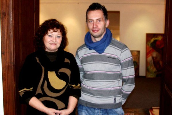 Manželka Margita Rešovská. S organizátorom výstavy Ľubomírom Balážom.
