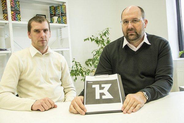Peter Javorík a Ján Kováč. Riaditeľ K13 plánuje s spolupracovať s grafikom aj v budúcnosti.