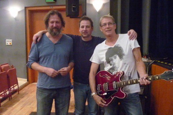 Záverečný deň Filmobrania ozvučil nemého Jánošíka gitarista René Lacko (v strede).