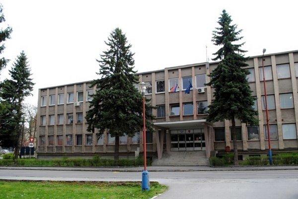 Okresný súd v Bardejove. Zo súrodencov Krochtovcov budú zrejme kolegovia.