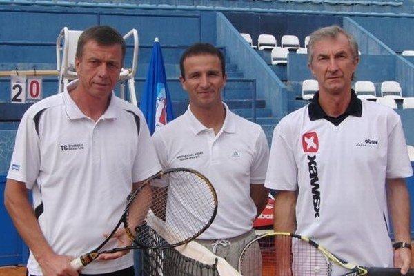 Šéftrenér TJ Slovan Milan Skonc (vpravo).