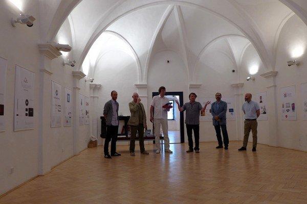 Autori na bienále Logo 2014 v B. Bystrici. Peter Javorík (tretí zľava).
