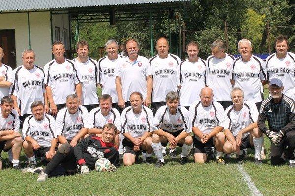 Víťazi podujatia. Mužstvo Old boys 2000 Bardejov.