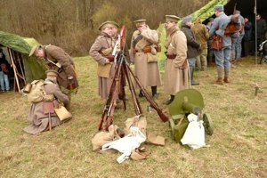 V Stebníku sa bojovalo. Našťastie, nie reálne, išlo o dobové ukážky bojov 1. sv. vojny.