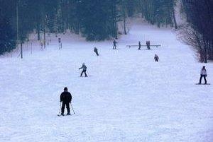 Lyžiarske stredisko Medvedie. Lyžiarske strediská v regiónoch pocítili vďaka mrazu a vetru úbytok lyžiarov.
