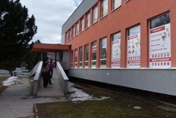 Predajne s poľskými potravinami vo Svidníckom okrese boli známe hlavne nekonečnými radmi. Posledný týždeň sú čoraz prázdnejšie.