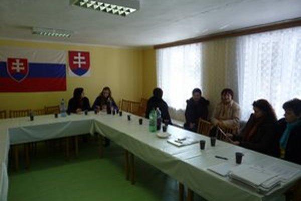 Volebná komisia v Havranci pri Svidníku mala dvadsať členov. Z miestnych prišlo odvoliť dvanásť oprávnených voličov.