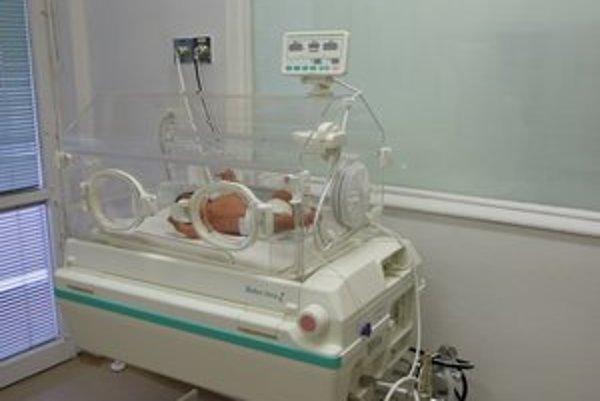 Nový inkubátor. Zachraňuje život bábätkám.