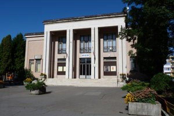 Dom kultúry. Jedna z možných adries, kde bude nové CVČ vo Svidníku sídliť. Budova si vyžaduje komplexnú rekonštrukciu.