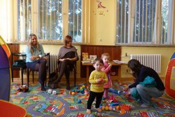 Mama centrum. Novootvorené centrum pre rodičov s deťmi nemá nahrádzať hodinovú škôlku. Deti sa tu pod dohľadom rodičov môžu spolu zahrať s rovesníkmi.