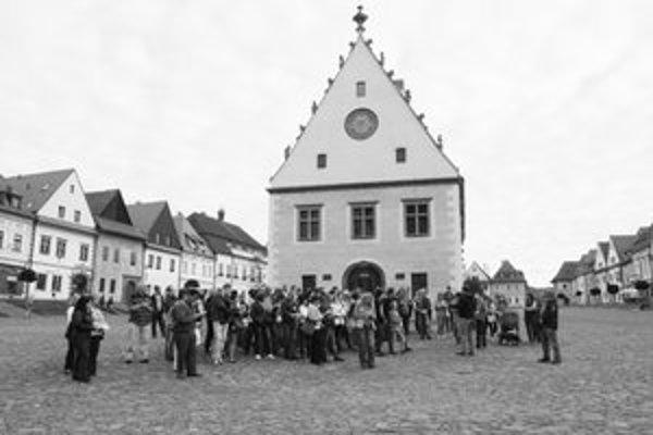 Bardejovské potulky. Poznanie dejín vlastného mesta každý mesiac láka zástup Bardejovčanov.