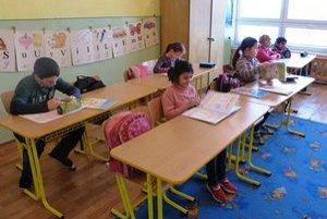 Breznickí školáci. Miestnu málotriednu školu navštevuje 14 detí, ktoré sú na prvom stupni rozdelené v dvoch triedach.