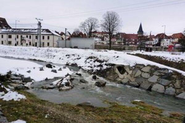 Potok Kamenec. Bardejov chce investovať do protipovodňových úprav vo východnej časti mesta.