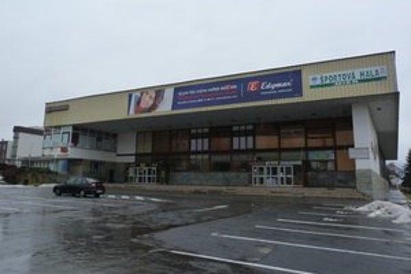 Mestská športová hala. Bardejovský podnik služieb časť jej priestorov na druhom podlaží prenajal silovým trojbojárom a kulturistom na neurčito.
