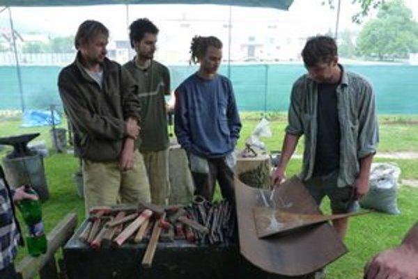 Kováčsky workshop. Záujemcovia o remeslo si vyskúšali tradičnú prácu s kovom pod vedením umeleckého kováča.