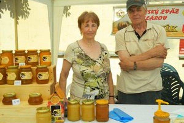 Manželia Drotárovci. Na medovom dni sa prezentovali aj manželský pár, ktorý sa včeláreniu venuje už desať rokov.