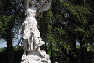 Tokajík. Tragickú udalosť pripomína aj cintorín s pamätníkom od Františka Gibalu. Obnovou prejde okolie Múzea tokajíckej tragédie.