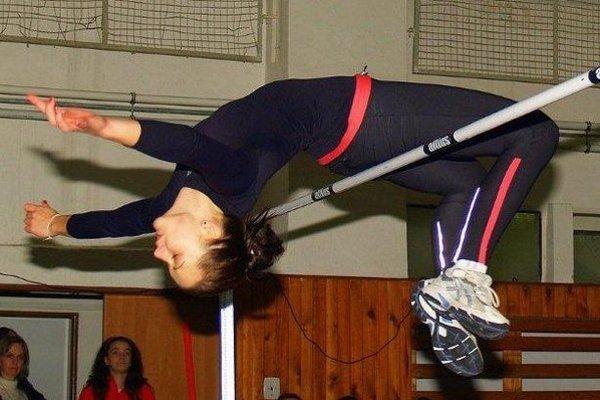 Karaffová pri tréningovom skoku.