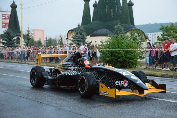 Formula 3 vo Svidníku. R. Gonda zabával na mokrom asfalte