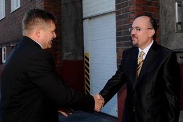Premiér s predsedom štátnych hmotných rezerv.