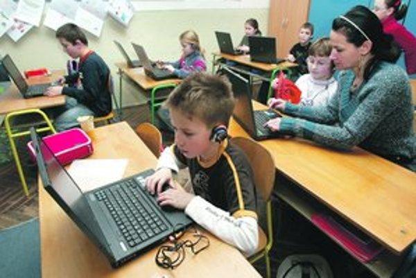 Vďaka zmluve so štátom získa produkty Microsoftuza polovičnú cenu tristo škôl.