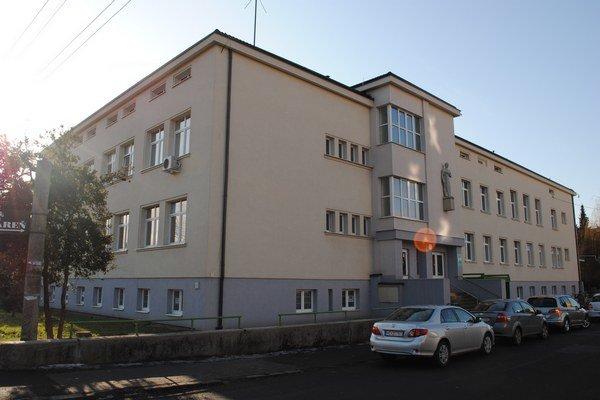 Detská poliklinika. Mesto pokladá budovu za rodinné striebro. Je v nej 5 neobsadených priestorov.