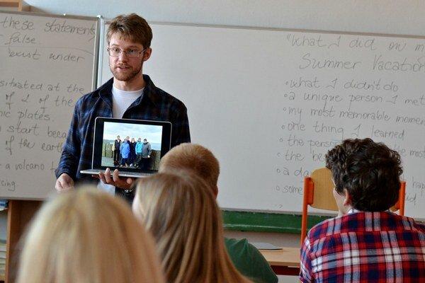 Jonathan Gerkin, mladý americký lektor – hosťujúci Fulbright asistent.