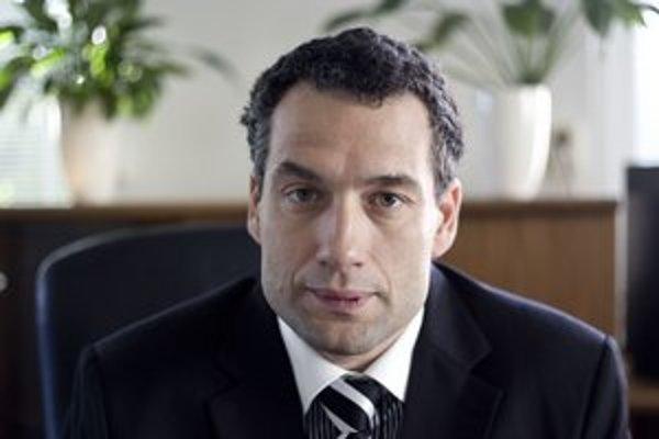 Marcel Forai (42) vyštudoval  Technickú univerzitu v Košiciach. Pracoval v Spoločnej zdravotnej poisťovni i Úrade pre dohľad nad zdravotnou starostlivosťou.   Vo Všeobecnej zdravotnej poisťovni je od februára 2009, najprv bol riaditeľom krajskej poboč