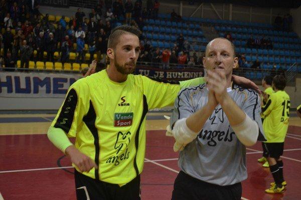 Hlavné postavy zápasu. Igor Komjatý (vľavo) a Martin Dudič.