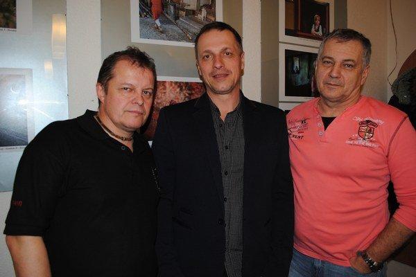 Autori vybratých fotografií. Peter Filakovský (zľava), Miroslav Porochnavý aJozef Feigl. Na snímke chýba Pavol Ivanko.