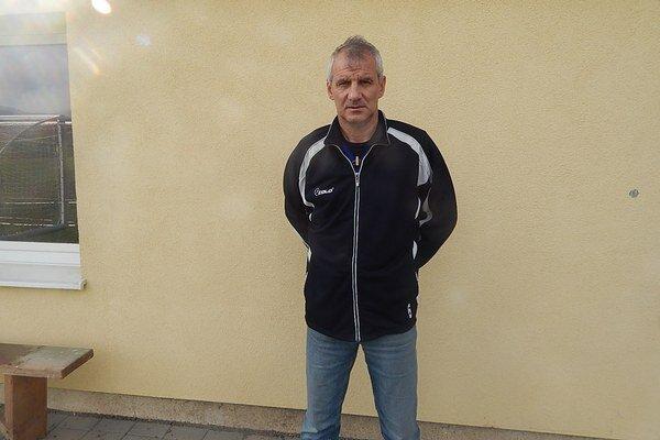 Tréner Jozef Valkučák. So svojím mužstvom sa chce pobiť opostup.