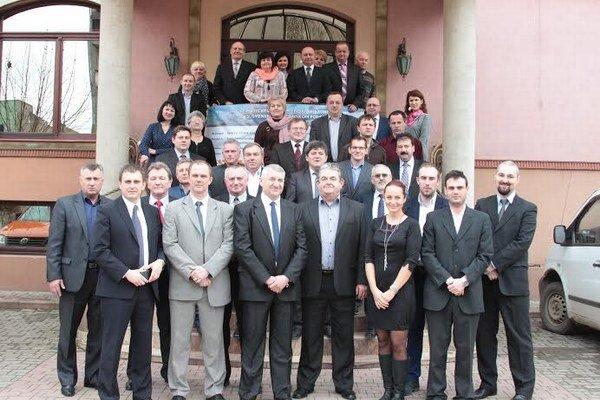 Účastníci konferencie. Úvodná konferencia bola vo Veľkom Bereznom.