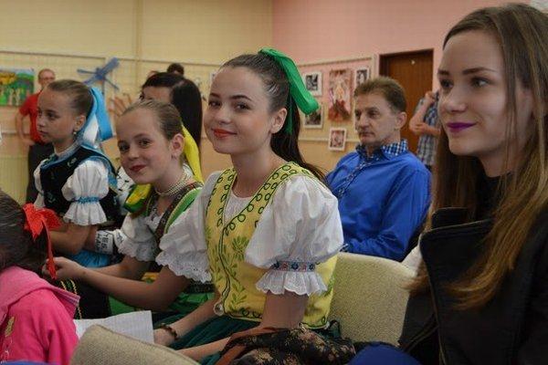 Malí speváci si priviedli podporu. V hľadisku sedeli učitelia, rodičia, aj babky adedkovia.