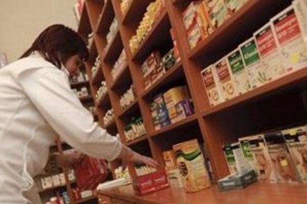 Ceny liekov neklesnú ani v máji. Ministerstvo ich zlacní najskôr v júni.