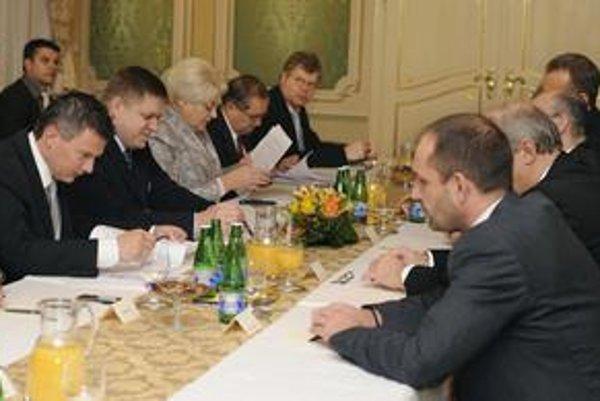 Prvá Ficova vláda rokovala v roku 2008 so zástupcami Asociácie DSS o výnosnosti fondov.