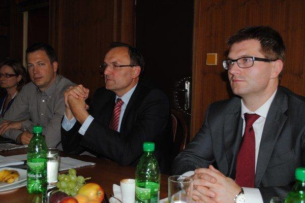Generálny riaditeľ Svetu zdravia Ľuboš Lopatka (vľavo) a riaditeľ humenskej nemocnice Marián Béreš.