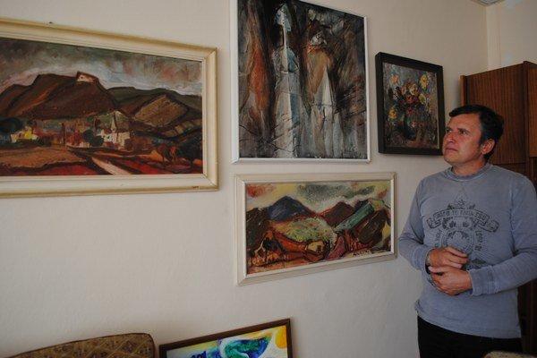 Peter Mihaľko. Starosta Brekova má v kancelárii minigalériu obrazov svojho otca, významného maliara.