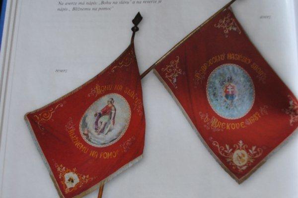 Hasičská zástava. Jej vyobrazenie sa nachádza v knihe Slovenské insígnie.