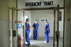Nemocnice budú potrebovať na zvyšovanie platov viac peňazí.
