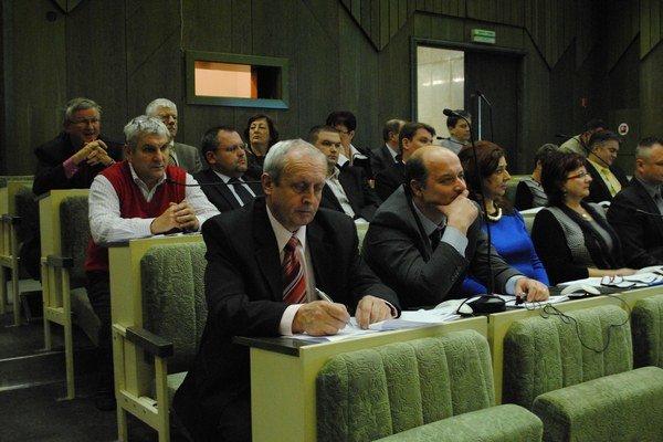 Humenskí poslanci odhlasovali personálne zloženie mestskej rady.