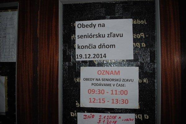 Oznam na dverách U poľovníka na Mierovej ulici.