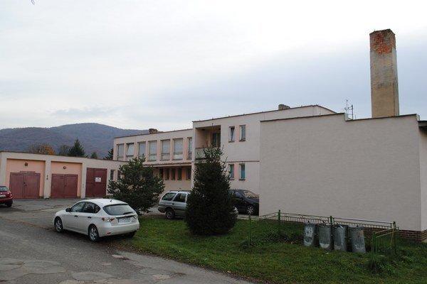Zdravotné stredisko v Ubli. Takto vyzeralo v čase vládnej návštevy. Na jeho rekonštrukciu je určených 60 000 eur.