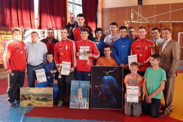 ZK Vihorlat Snina. Na kadetských šampionátoch spolu trinásť medailí.