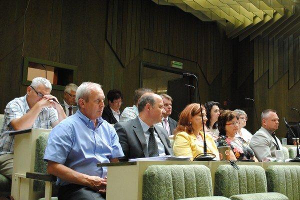 Humenskí poslanci záverečný účet schválili.