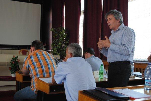Poslanec Michal Pajkoš upozorňuje na riziká.