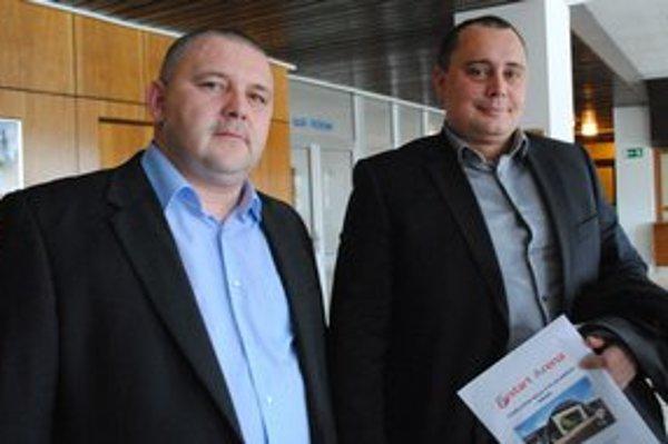 Spoločníci. Peter Molnár (vľavo) potvrdil, že Martin Liška je momentálne v zahraničí a chystajú sa poslancom predložiť zmluvu na schválenie.