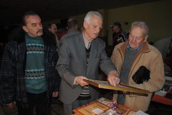 Dezider Fáber. Na burze sa stretol so spolužiakom z vysokej školy Jánom Michančom z Topoľovky (vpravo).