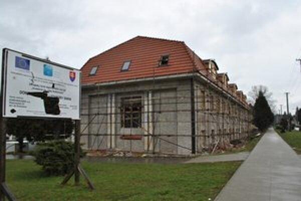 Dom pokojnej staroby. Poslanci odklepli 159-tisíc eur na doplňujúce stavebné práce.