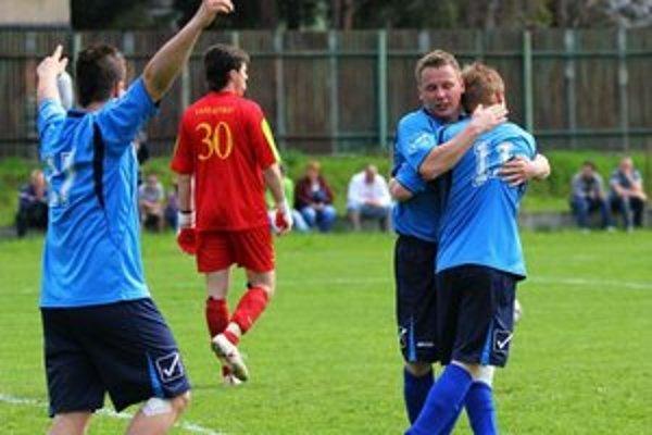 Kochanovská radosť. ... a brankár Vasilenko ostal smutný.