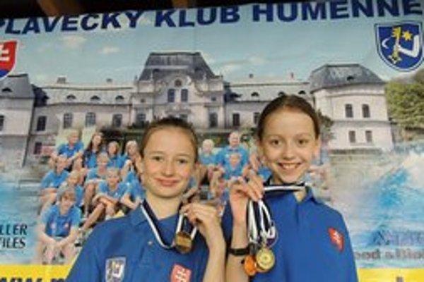 Mladé pirane. Medailistky Lea Diničová (vľavo) a Lenka Melničáková.